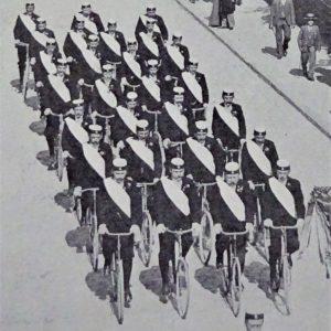 Fahrrad-Korso in Vierer-Reihen