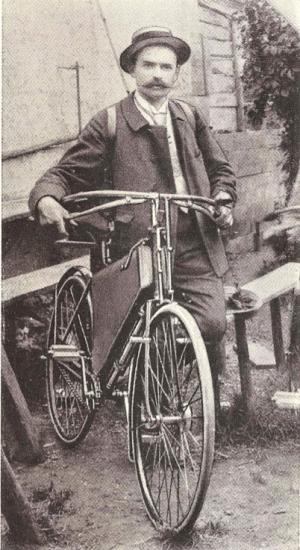 J. B. Winklhofer mit einem Wanderer-Fahrrad zu Anfang der 1890er Jahre